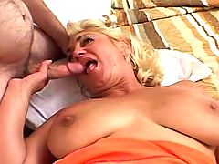 Crummy mature sucks cock and fucks