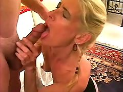 Man jizzes on pussy after anal sex