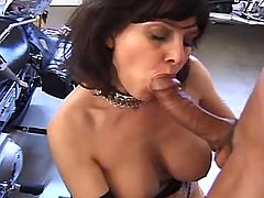 Mature gives cool blowjob in garage